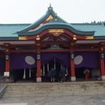エスカレーターで参拝する神社